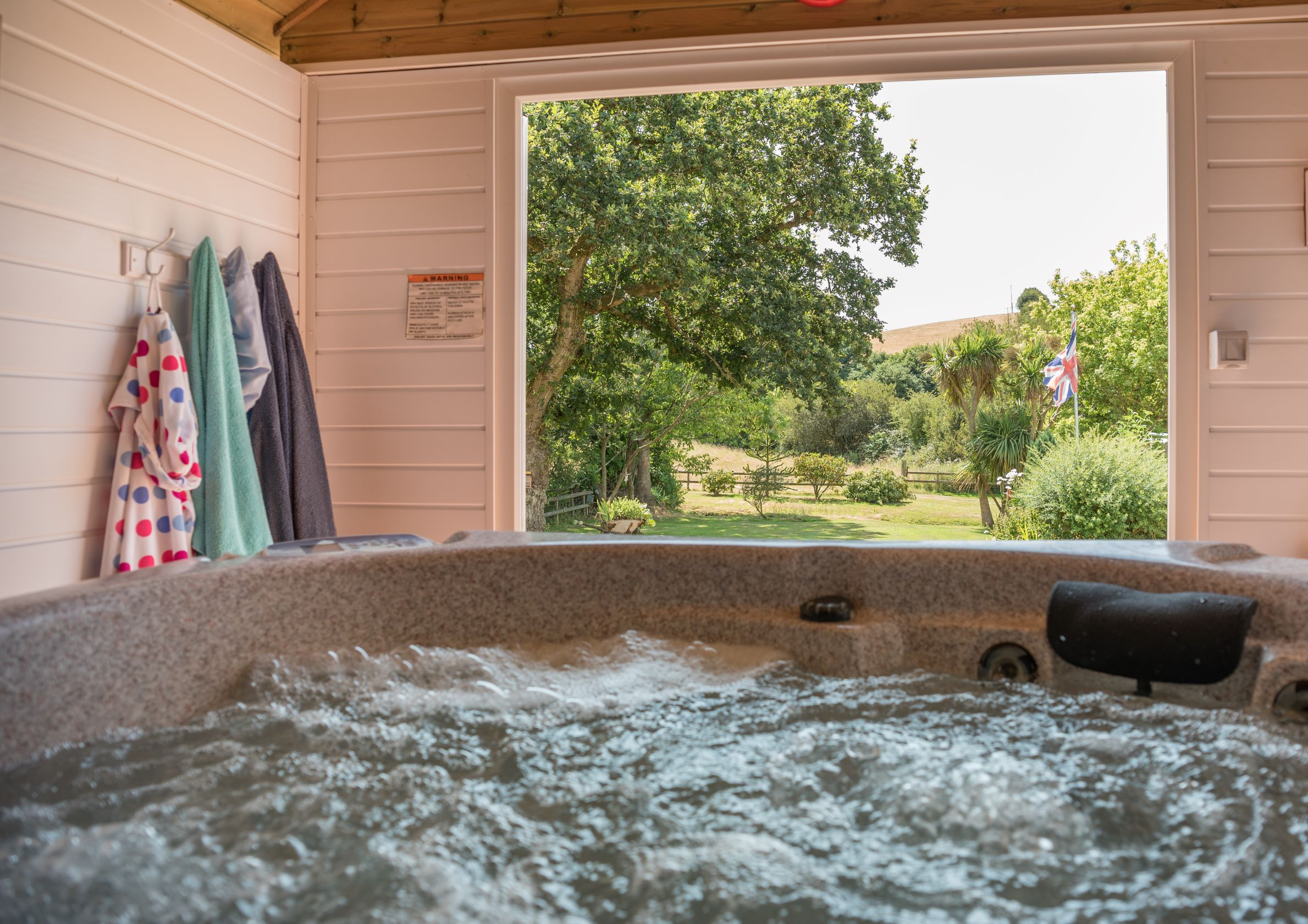 Cottages with a hot tub